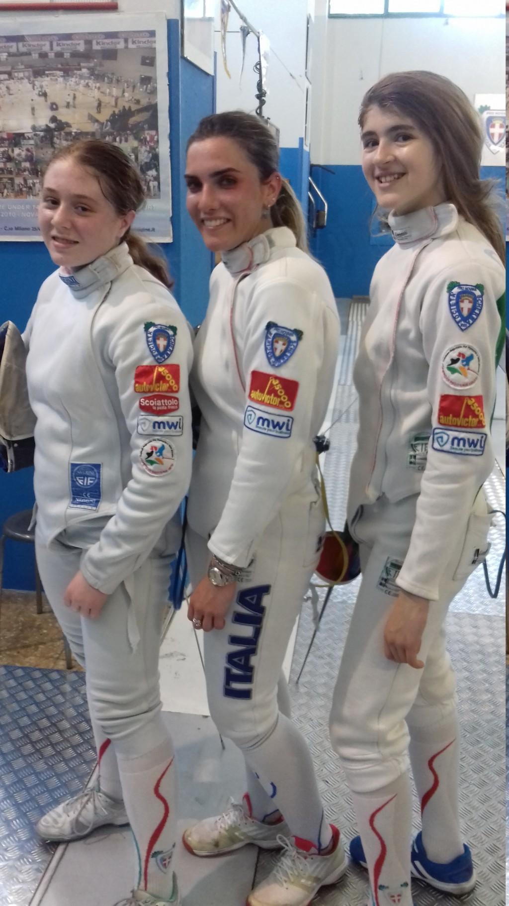 Atlete della Pro Novara Scherma in palestra - Pronovara